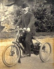 The De Dion motor-tricycle favoured by Alberto boasted a beefy 1.75 horsepower engine.